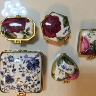 Vintage Jewellery porcelain box or case (a set of 5)