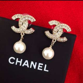 Authenthic Chanel Strass and Pearl earrings