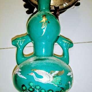 🚚 45年代金門陳年高粱酒精美磁瓶是空瓶