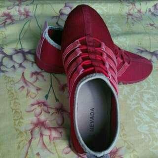 Nevada Sepatu Size 39
