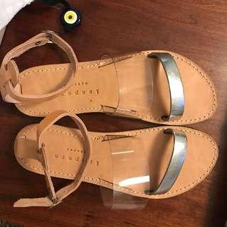 6 Isapera Sandal