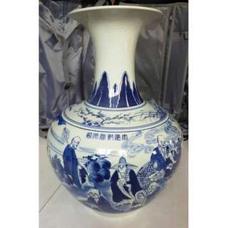 Buy 2 get 1 free, purchase any 2 items and get 1 free items, 70's - 80's hand-painted eighteen Lohan blue and white vase, characters expression vivid , Qing Qianlong mark. 70 - 80年代手绘十八罗汉青花大花瓶,人物表情生动, 大清乾隆年制款。