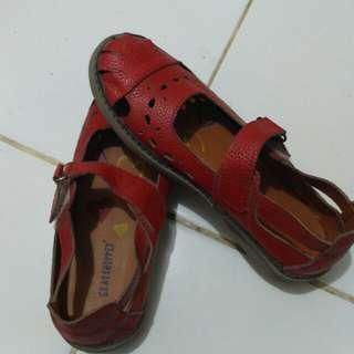 Sepatu model kickers