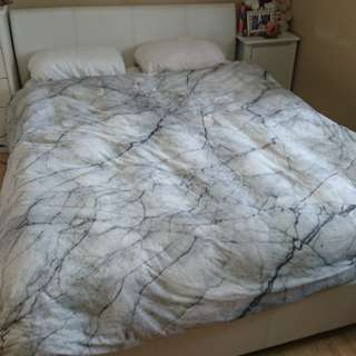 Queen size bed/mattress