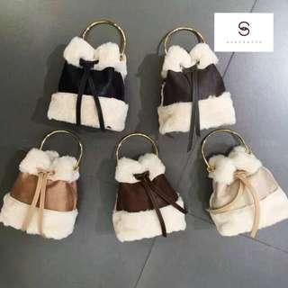 韓國代購毛毛單肩斜揹水桶袋