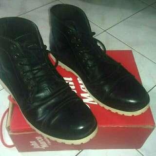 Sepatu john marco size 43 second