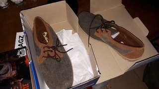 Sepatu casual ukuran 42