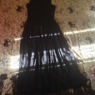 Dress hitam panjang