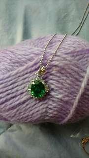 綠色項鍊跟戒指