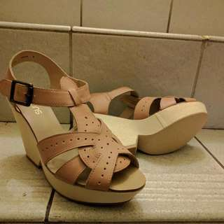 🆕 BNWT Genuine Leather Upper Nude Wedges
