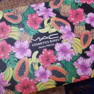 M.A.C Cosmetic Gift set 7 in 1