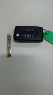 Broken Citroen/Peugeot keyshell