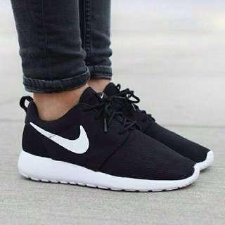 Nike rush run黑底銀鉤 正品