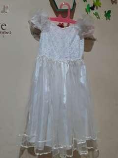Dress putih pesta