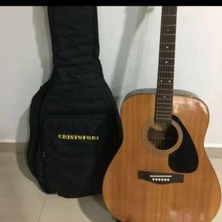 Yamaha F310p acoustic guitar (reduced)