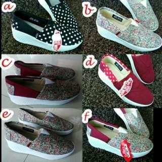 Sepatu wanita Vans