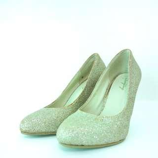 Pump heels in gold glitter