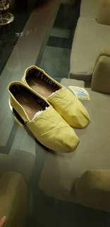 Toms pastel yellow