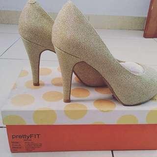 Sepatu pesta Gold Pretty Fit Singapore
