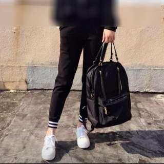 韓國購入 多格背囊 backpack 黑色black color (只用過1次 use 1 time only) 跌水尼龍 厚實靚料 實用美觀 返學旅街出街 背包 包包 backpack **留意:背囊條帶是不可拆的。
