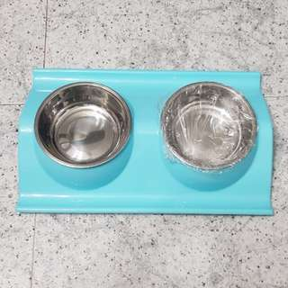 Twin pet bowl with holder