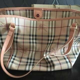 經典Burberry 揹袋