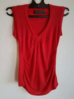 Kaos V-neck Merah Zara