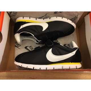 現貨ㄧ雙Nike Classic Cortez阿甘經典配色復刻版機能皮革童鞋麂皮質感魔鬼氈運動童鞋 親子鞋 黑黃