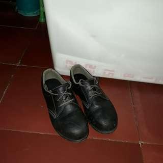 Sepatu safety original merk simon