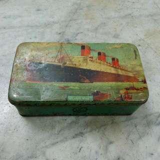 England Queen Mary Ship Tin Vintage