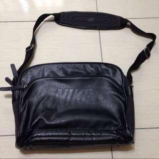 🔥含運🔥Nike 筆電包 斜背包 側背包 黑色皮革樣式