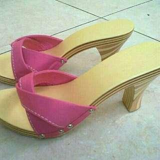 Sandal kayu lapis (triplek)