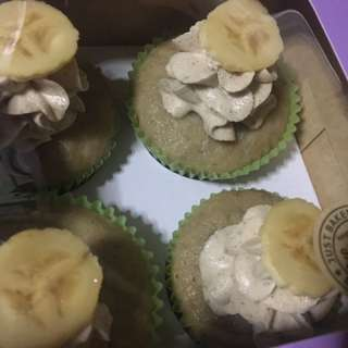 Banana Cupcakes in Cinnamon Frosting