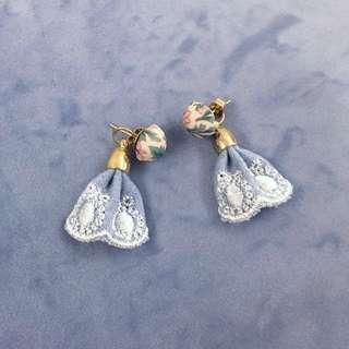 Earrings 藍白喱士碎花布藝耳環