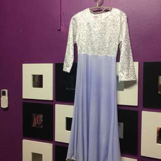 Dress putih berlabuci