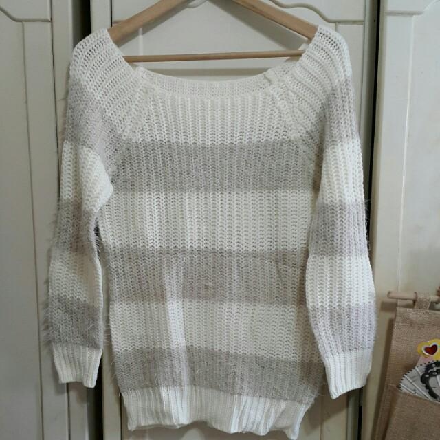 露肩白色粗條紋針織毛衣