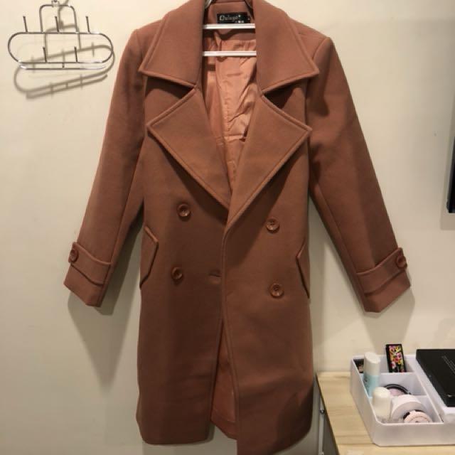 挺版粉橘色毛呢綁帶雙排釦長版大衣外套