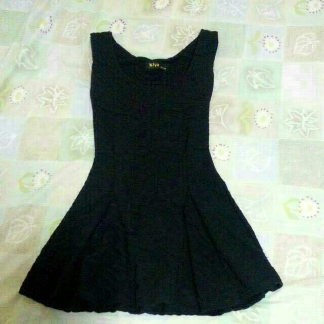 黑色修身壓紋小洋裝  #冬季衣櫃出清 #有超取最好買