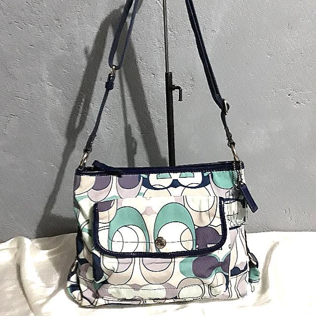 💯% AUTH. COACH SLING BAG
