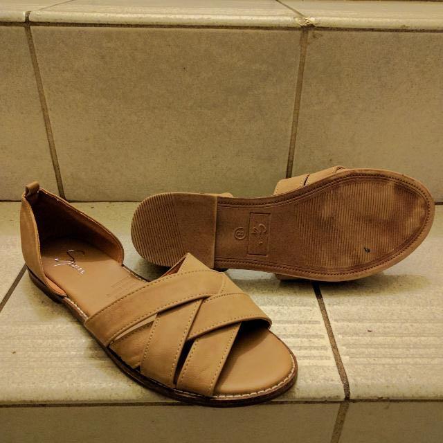 🙊 Spurr Criss-cross Sandals