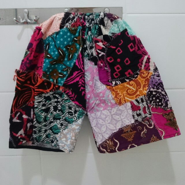 Batik Celana Pendek