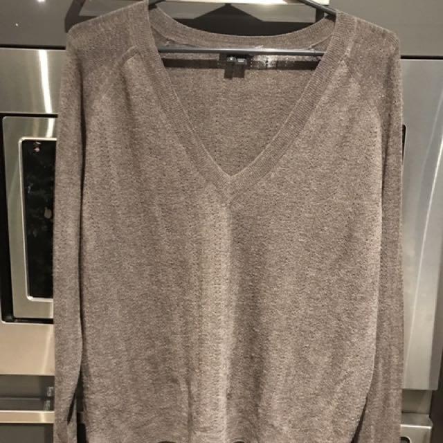 Beautiful THEORY sweater 100% high quality wool