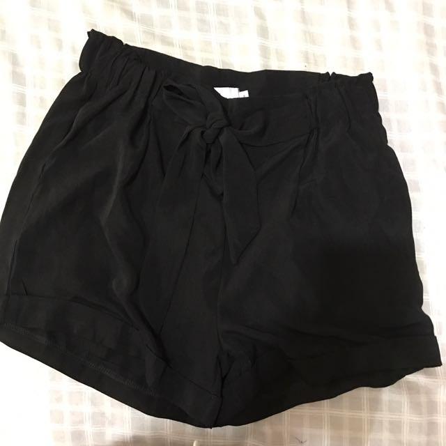 BNWT black tie bow shorts