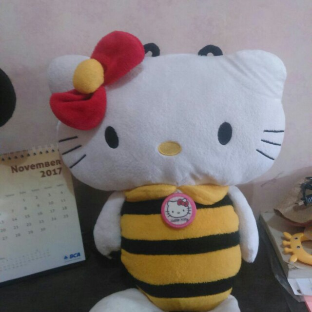 Boneka Hello Kitty Lebah
