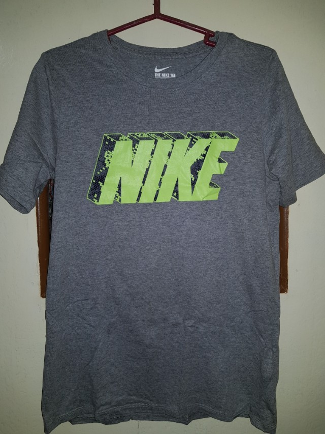 bd8a93852844 FREE SHIPPING Nike Tee Large