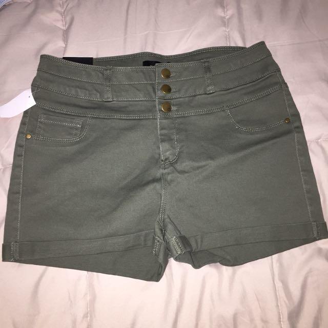 Green shorts (bnwt)