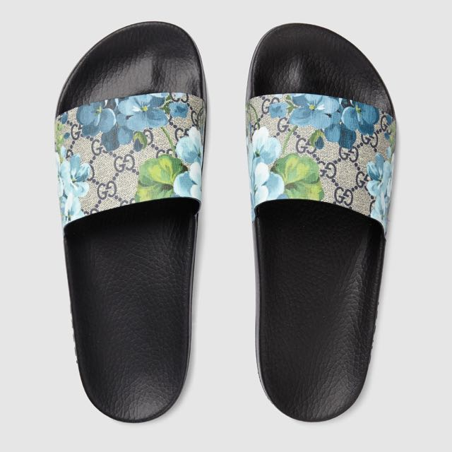 4d7e9b0c62e Gucci Supreme Canvas Blooms Slides
