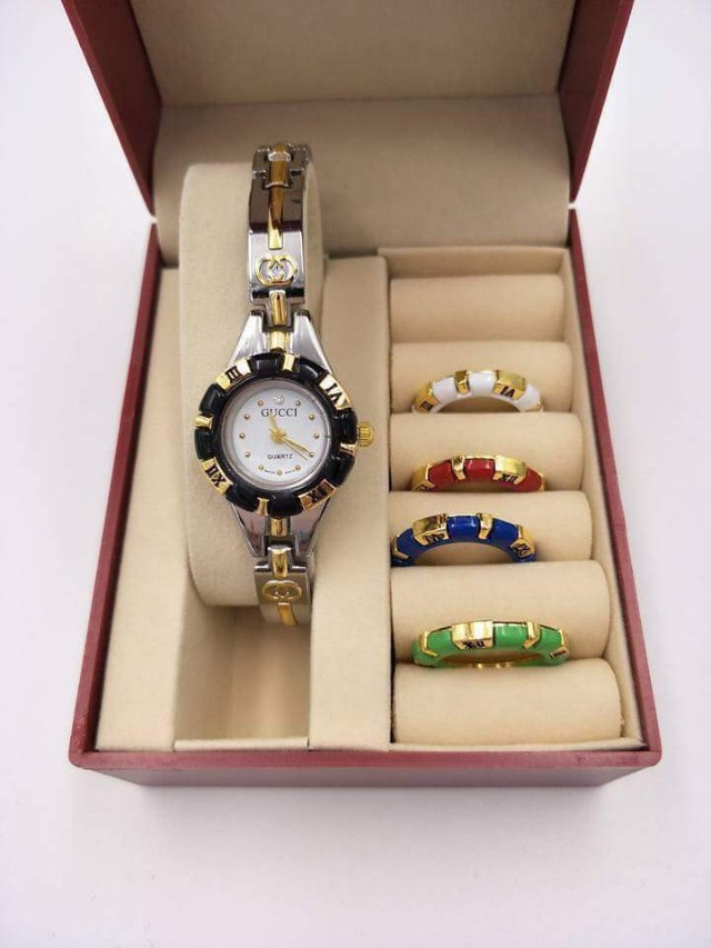 GUCCI WATCH W/ INTERCHAGEABLE RING