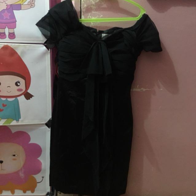 Little Black Dress - off shoulder