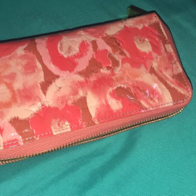 Lv vernis wallet guaranteed authentic